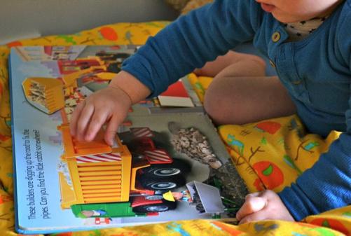 Lift the Flap Book, dimanfaatkan juga untuk melatih perkembangan motorik anak
